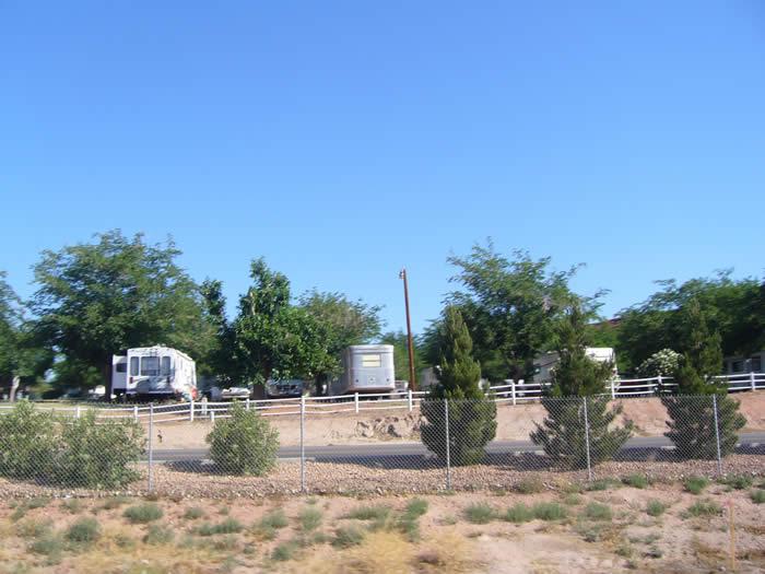 アメリカ レンタルキャンピングカー(モーターホーム)の旅 フリーウェイ沿いにあるRVパーク