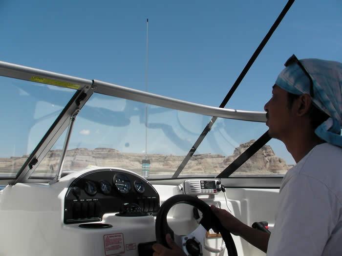 アメリカ レンタルキャンピングカー(モーターホーム)の旅 レイクパウエルでのボート!
