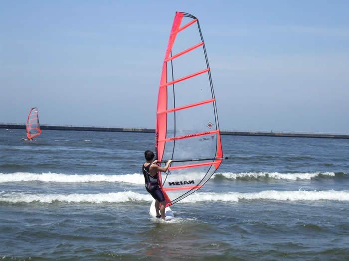 アメリカ レンタルキャンピングカー(モーターホーム)の旅 検見川浜でウインドサーフィン!