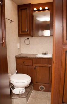 アメリカ レンタルキャンピングカー(モーターホーム)の旅 モーターホーム内のシャワールーム
