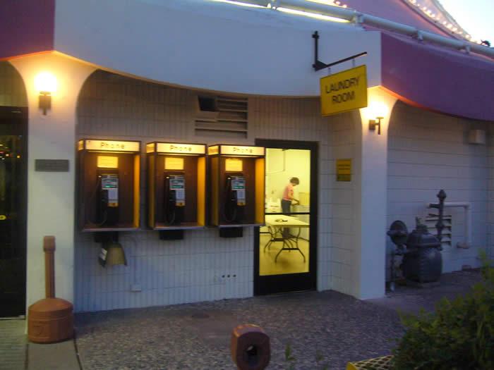 アメリカ レンタルキャンピングカー(モーターホーム)の旅 RVパークの公衆電話