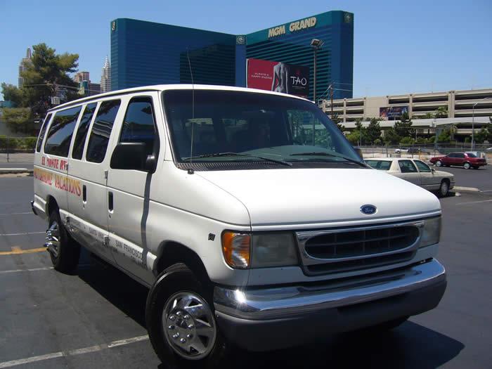 アメリカ レンタルキャンピングカー(モーターホーム)の旅 送迎ミニバン