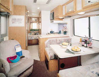 アメリカ レンタルキャンピングカー(モーターホーム)の旅 C-25 車内