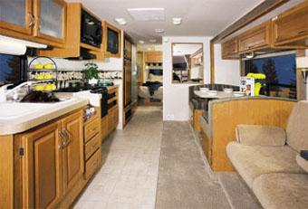 アメリカ レンタルキャンピングカー(モーターホーム)の旅 CS-30キッチン&リビング