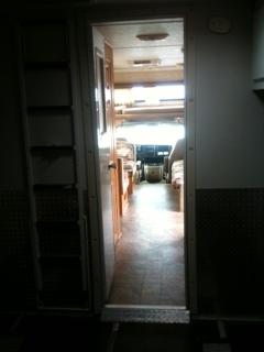 アメリカ レンタルキャンピングカー(モーターホーム)の旅 C-31ファンムーバー車内