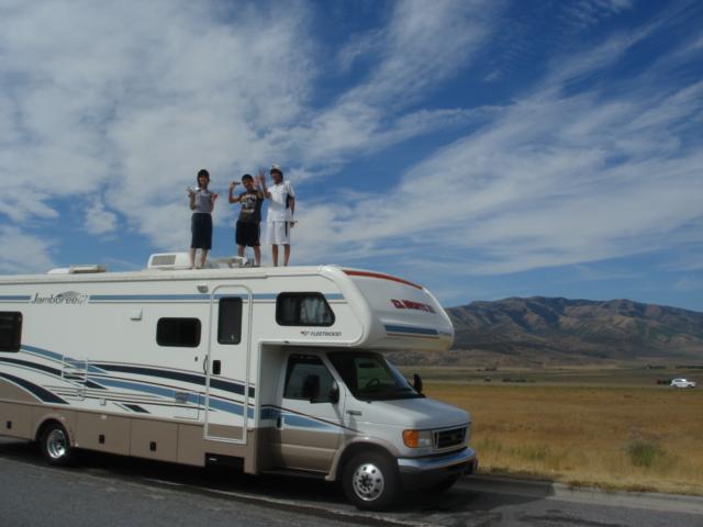 アメリカ レンタルキャンピングカー(モーターホーム)の旅 こども達が楽しんでいます!