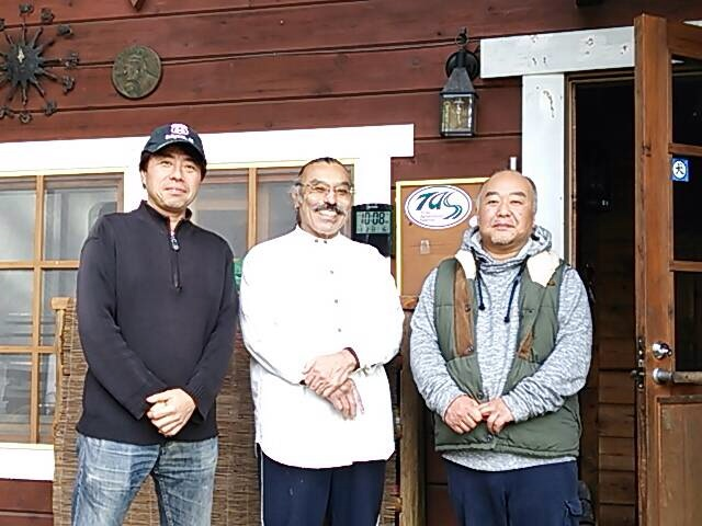 オーナーの辻さん(中央)、TASの幹事さん(右)とのショット